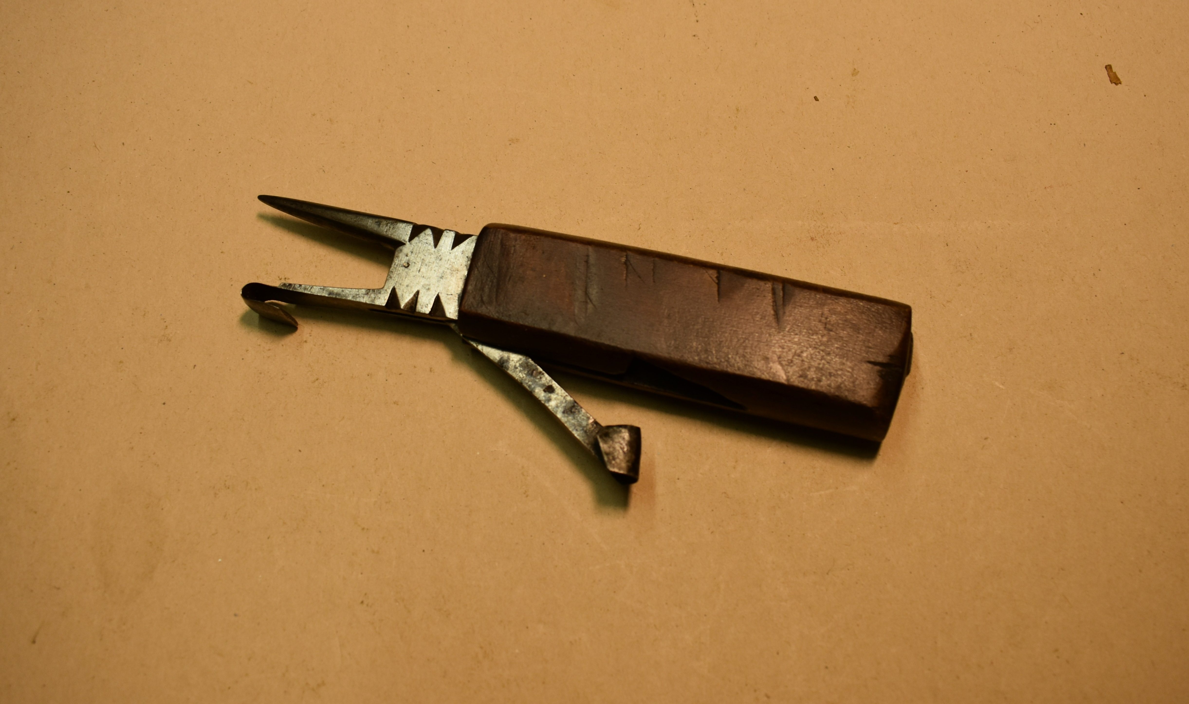 Timber Scribe with race knife.