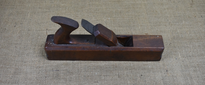 "12"" handled moulding plane by Mutter, 1766-99"