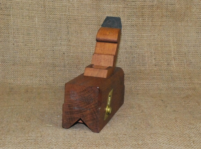 Sliding box chamfer plane marked Osborn Brothers (Portsmouth) Ltd. Tool Merchants. Aaron Hildick 'Diamic' Iron.